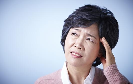 검사 결과 정상인 '주관적 기억감퇴', 알츠하이머병 신호일수도