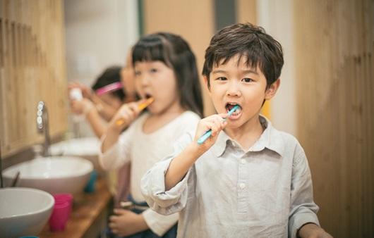 부모 학력에 따른 자녀의 치아 건강 격차, 성장하면서 더 커진다