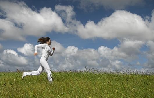 달리는 여성