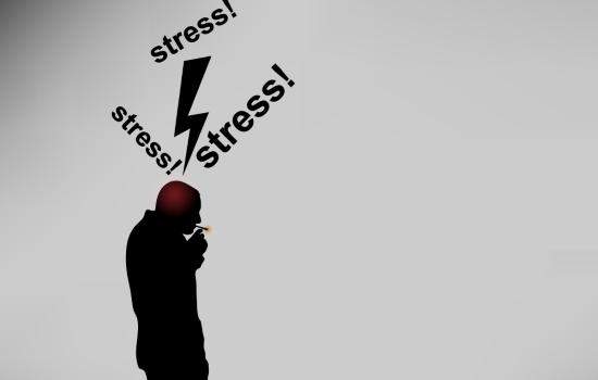 스트레스 받을 때 흡연하는 남성