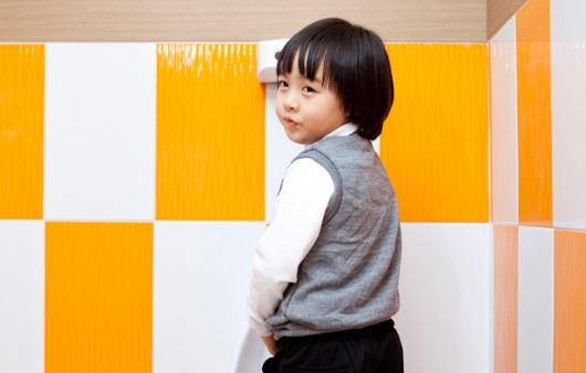 5세 지나도 소변 못 가리는 아이, '야뇨증' 원인은?