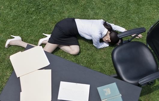 쓰러진 여성