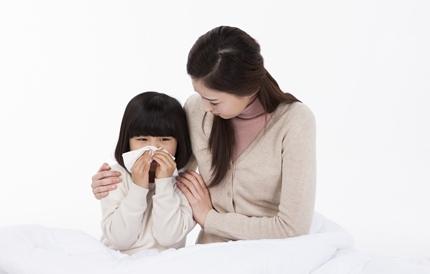 코와 눈 자주 비비는 아이, '알레르기 비염' 의심하세요