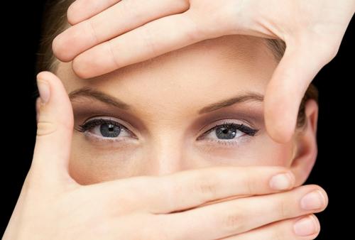 어느 여성의 눈