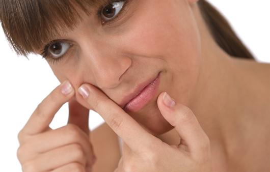 지성 피부와 다르게 관리해야 하는 건성여드름