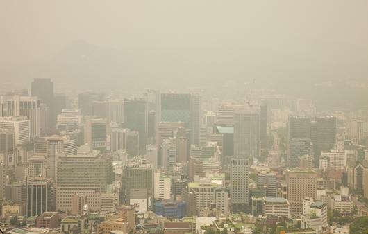 미세먼지로 흐린 서울의 모습
