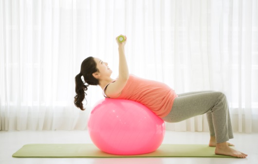 운동하는 임산부