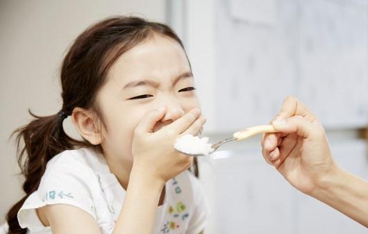 음식을 거부하는 아이