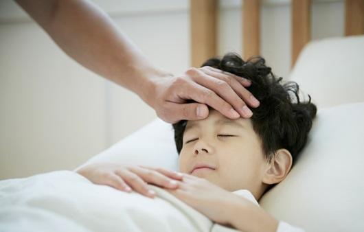 열, 설사, 변비…아이 아플 때 돌보는 TIP