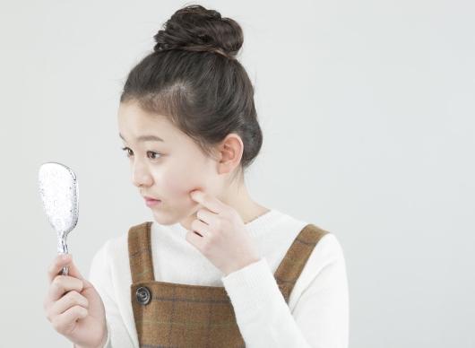 헷갈리는 모낭염과 여드름, 원인·치료법 다르다!
