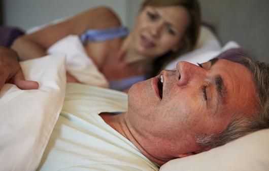 수면무호흡증, 뇌 청소 방해해 알츠하이머병 위험 높여