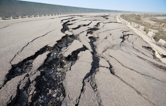 붕괴된 도로