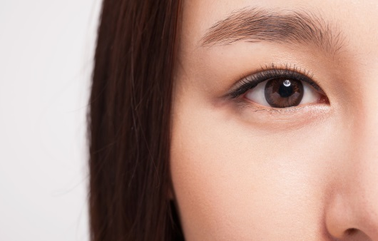 여성의 눈