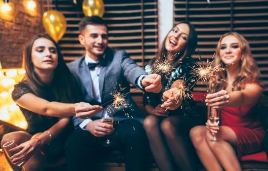 파티 중인 남녀