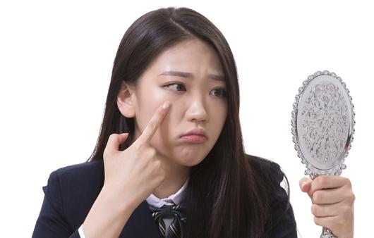 얼굴에 나면 다 여드름? 헷갈리는 피부질환 구분법