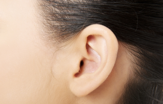 [1분 Q&A] 귀 주변에 여드름이 생기는 원인은?