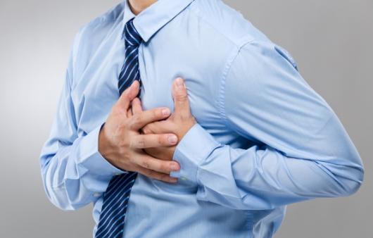 갑작스러운 가슴 통증! 심근경색의 초기증상은?