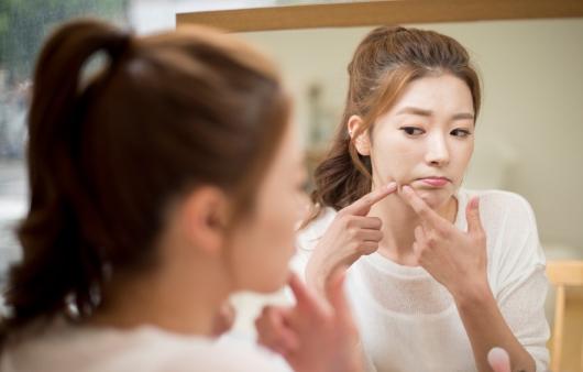 [1분 Q&A] 지성피부, 늘어난 모공 줄이는 방법은?