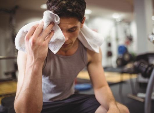 운동 후 피곤한 남자
