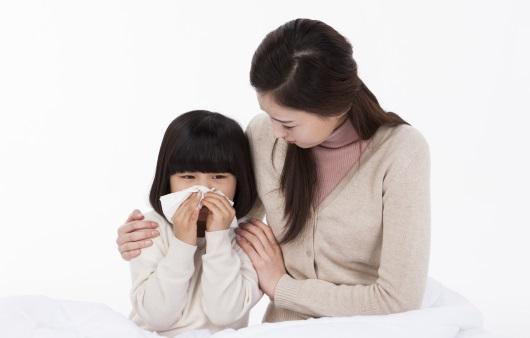 감기를 앓고 있는 아이