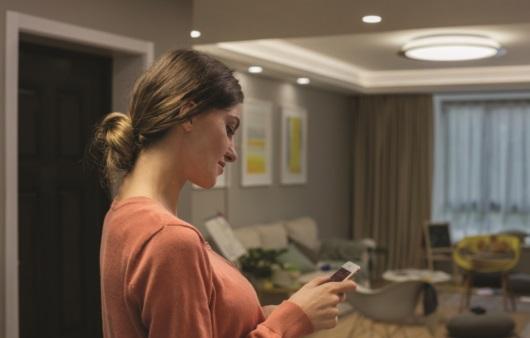 앱으로 통제하는 스마트 조명