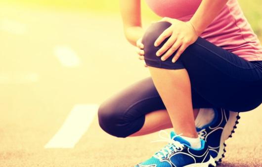 무릎 통증이 있는 여성