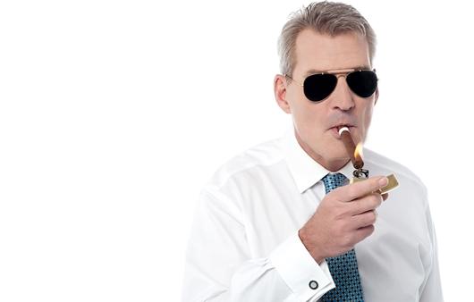 흡연하는 남성
