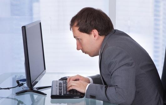 목 통증 원인 '일자목' 예방하는 자세와 스트레칭법