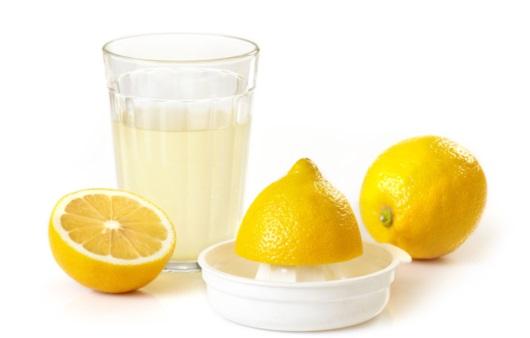 레몬 스퀴저와 레몬 워터