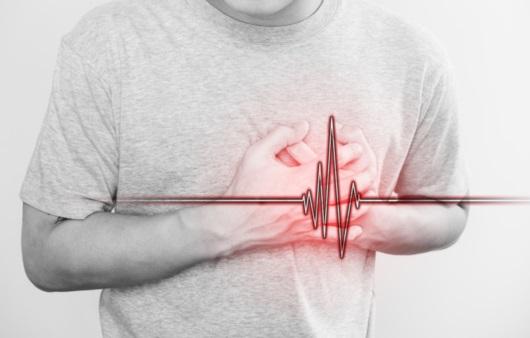 심장 통증을 호소하는 남성