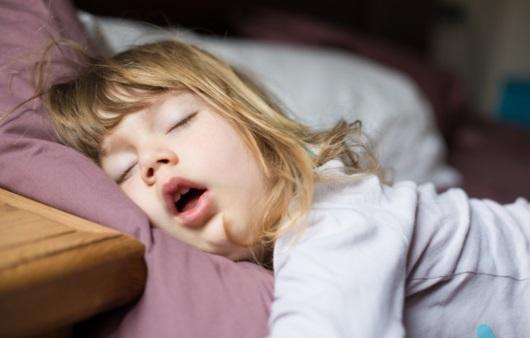 자면서 입으로 숨쉬는 아동