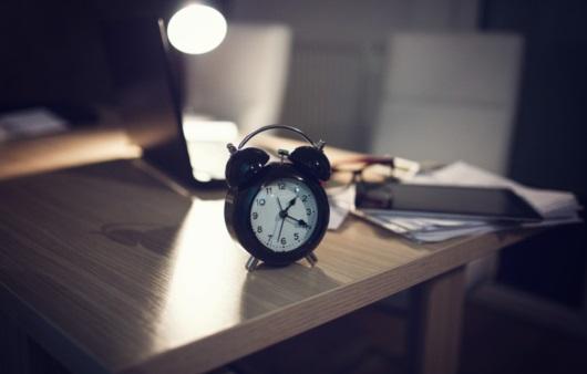 새벽까지 잠을 이루지 못하는 불면증