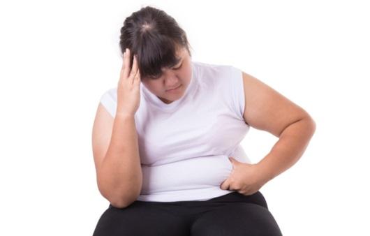 복부 비만으로 고민하는 여성