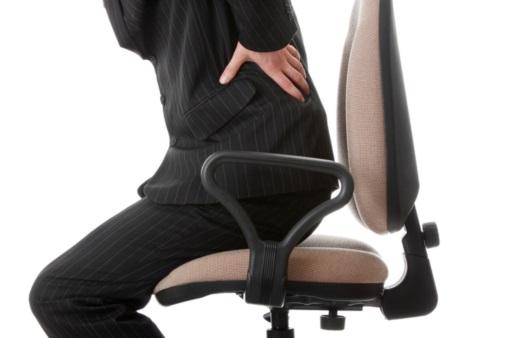 허리 통증을 호소하는 남성