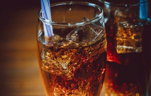 탄산음료와 과일 주스, 사망 위험 높인다