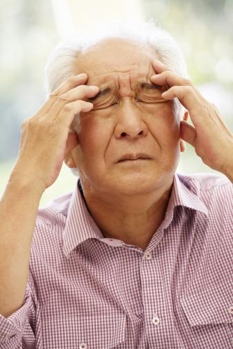 두통을 호소하는 노인