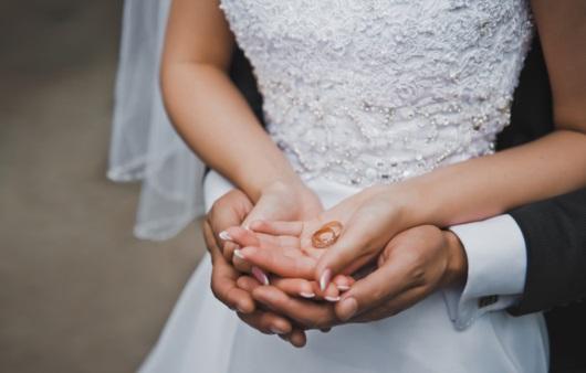 결혼하는 커플