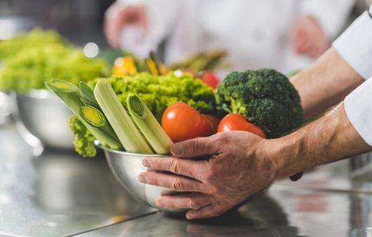 '익혀서 vs 생으로' 채소 종류별 효과 높이는 섭취법