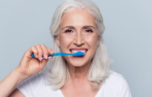 치아 20개 미만 노인, 골다공증 등 뼈 질환 위험 높다