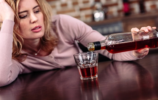 """""""숨겨놓은 술을 치울 수가 없어요"""", 키친드링커"""
