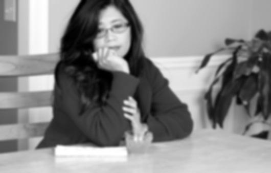 고민하는 여성